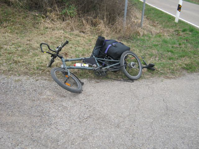 the lying bike with the fixed back wheel not yet replaced